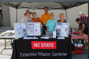 Master Gardeners at the Blackberry Festival
