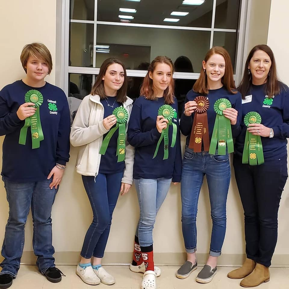 Horse bowl team poses at state competition