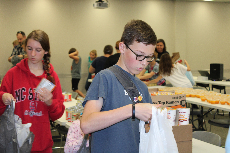 kids helping pack food bags